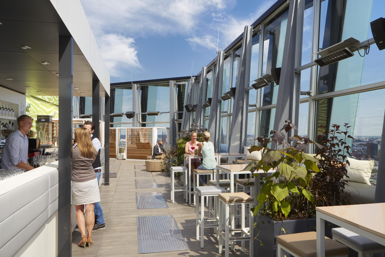 clouds heavens bar & kitchen - Restaurant mit Dachterrasse