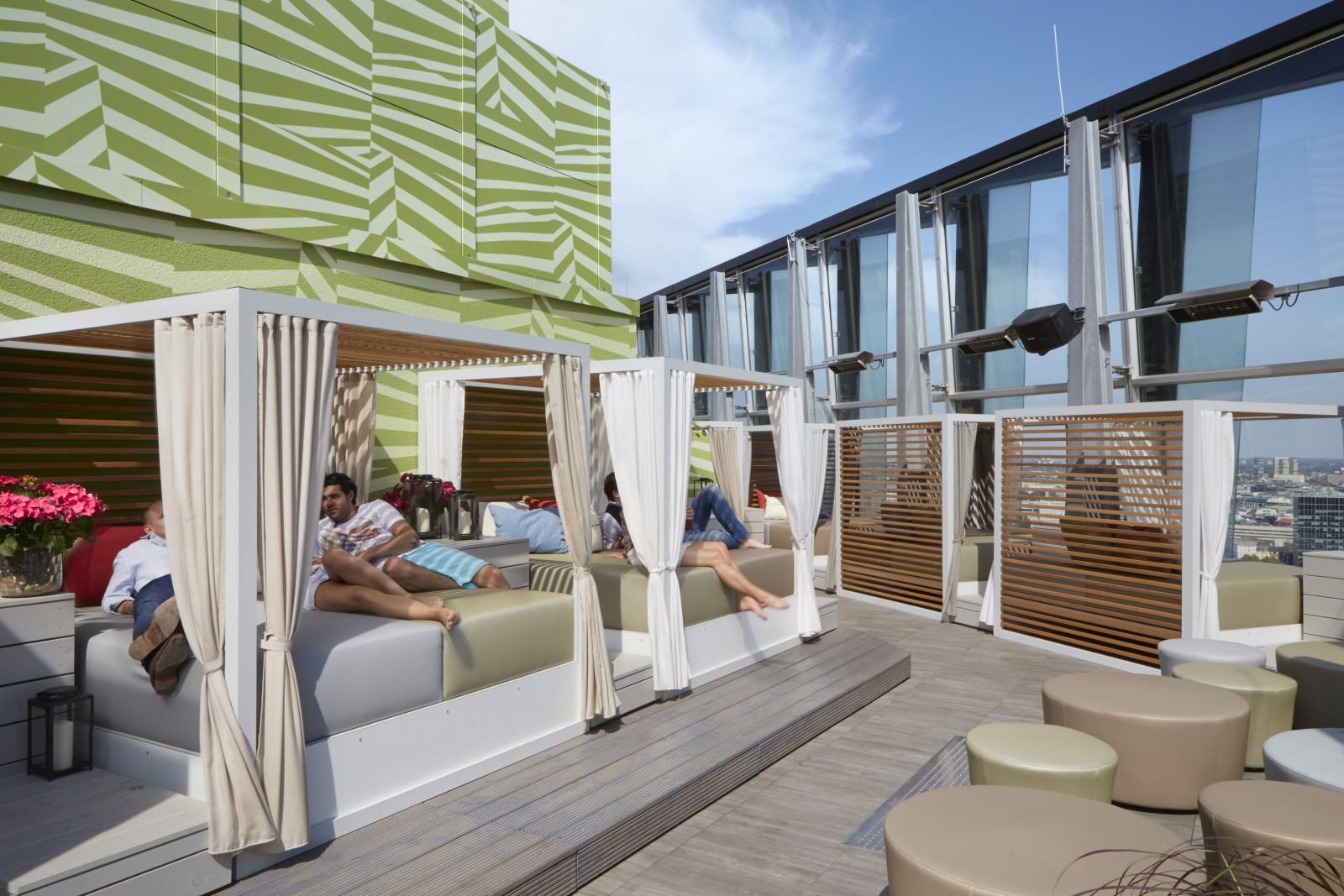 clouds heavens bar kitchen restaurant mit dachterrasse. Black Bedroom Furniture Sets. Home Design Ideas